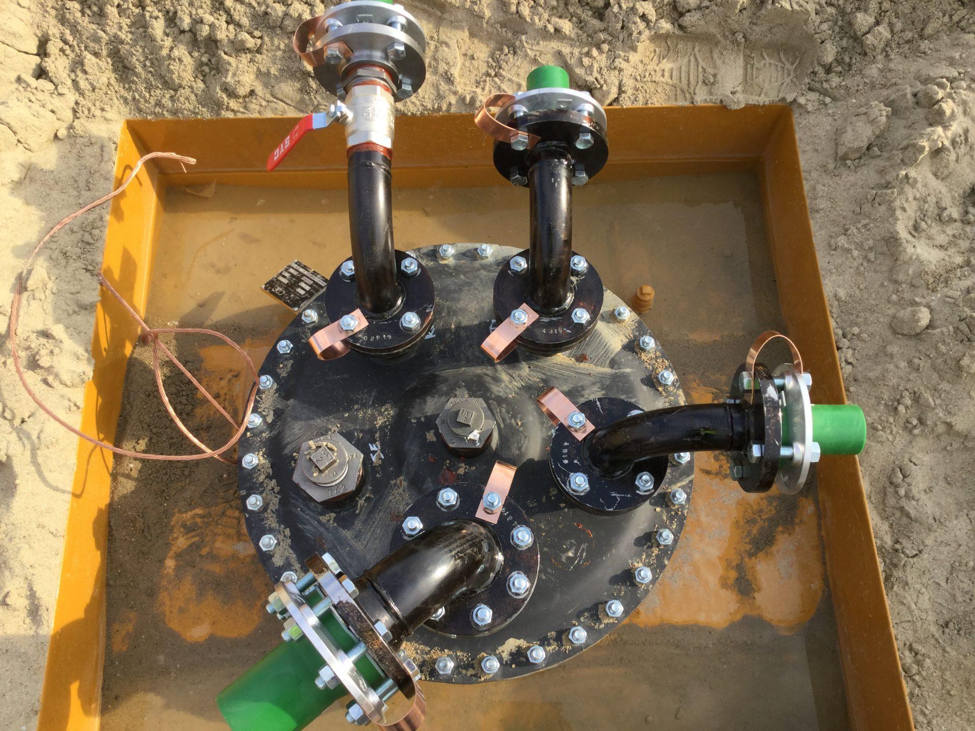 Future station de carburant : installation de la grosse cuve