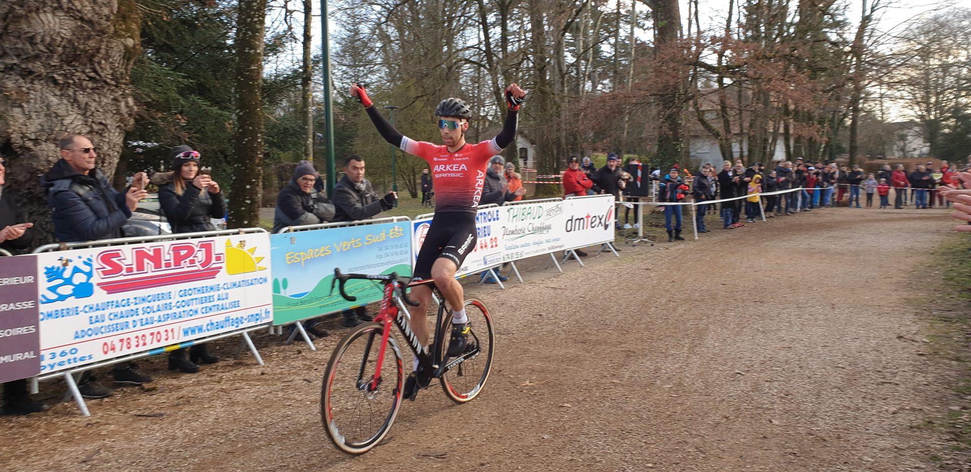 Clément RUSSO, un superbe vainqueur au Lac de Fréminville (photo : G Dézempte)
