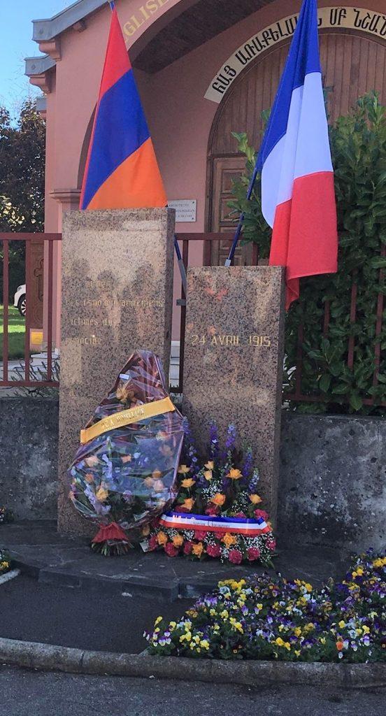 24 avril : Pavoisement de la stèle en mémoire du Génocide Arménien
