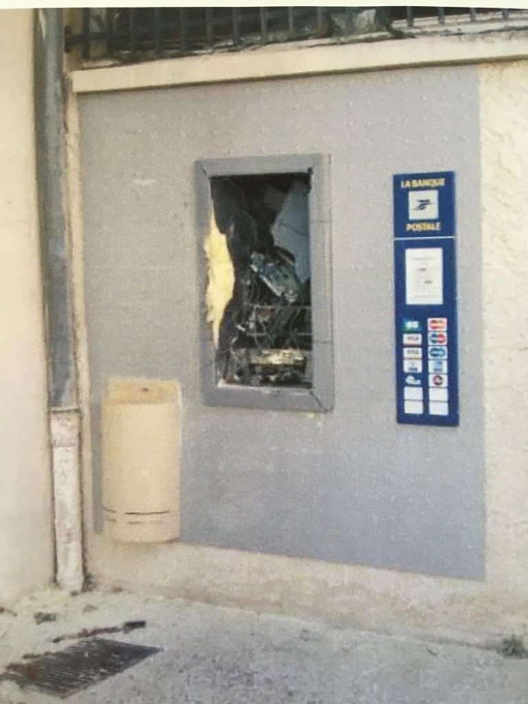 Vandalisme à La Poste de Charvieu-Chavagneux