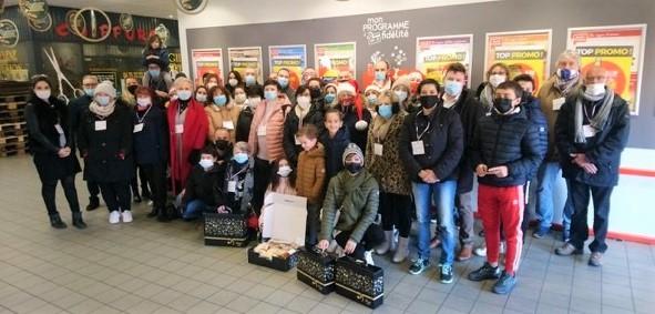 Les bénévoles de la Commune distribuent 700 colis de Noël aux seniors
